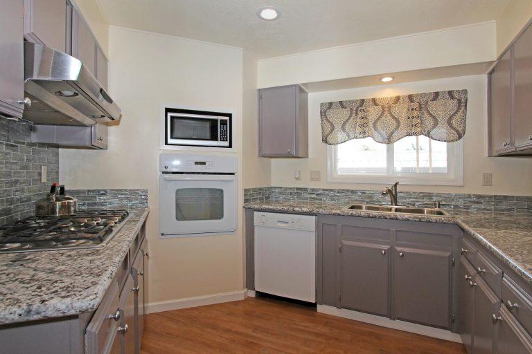 180 Overbrook Drive, Folsom, CA 95630.KitchenFull