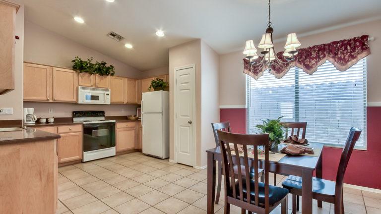 11-3527-n-kashmir-mesa-az-85215-dining-kitchen-1