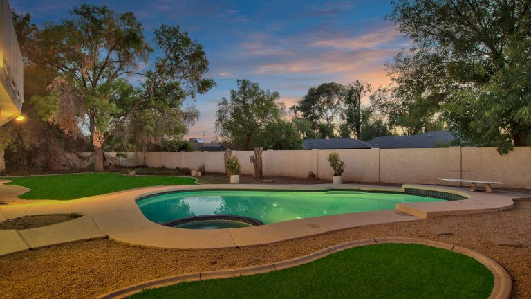8024 N 7Th Ave, Phoenix, AZ 85021 pool grass
