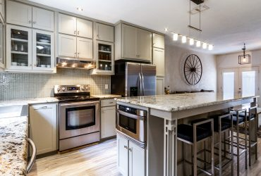 Updated Townhome Style Condo in Oak Lawn