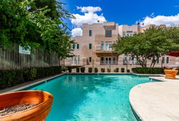 Stylish Updated Art Deco Condo in Oak Lawn