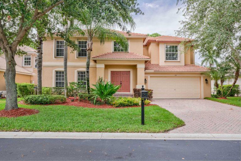 195 Lone Pine Dr Palm Beach Gardens FL 33410