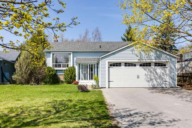 17 St. Albans Crt Holland Landing Home For Sale