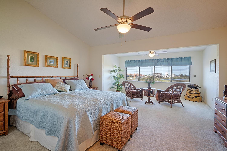 9474 Tara Cay Court, Seminole, FL 33776