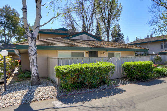 1001 Roundtree Ct Sacramento-small-001-004-001-666x444-72dpi