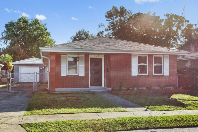 637 Aris Metairie LA Front of House