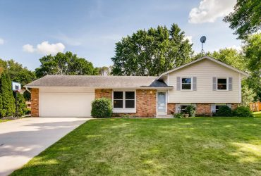 Just Listed Wonderful Apple Valley, MN home on a quiet cul-de-sac!