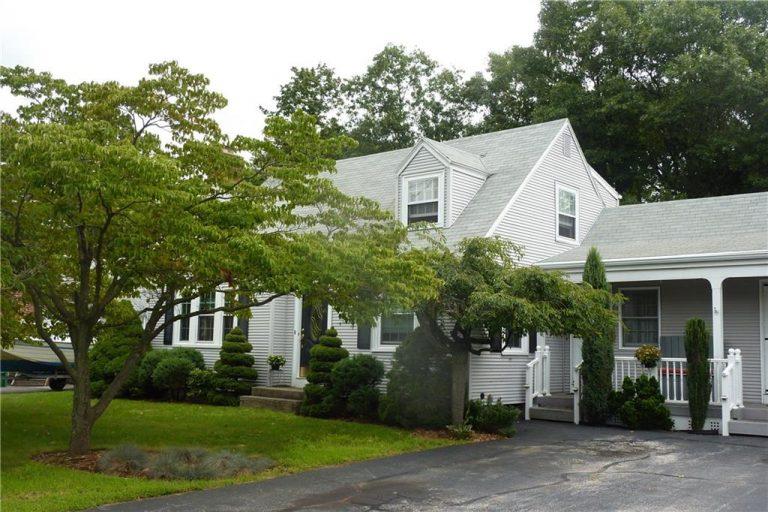 6 Farnum Road, Warwick, Rhode Island 02888