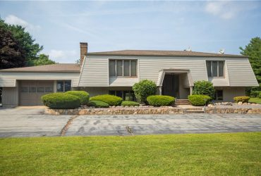 1833 Scituate Avenue, Cranston, Rhode Island 02831