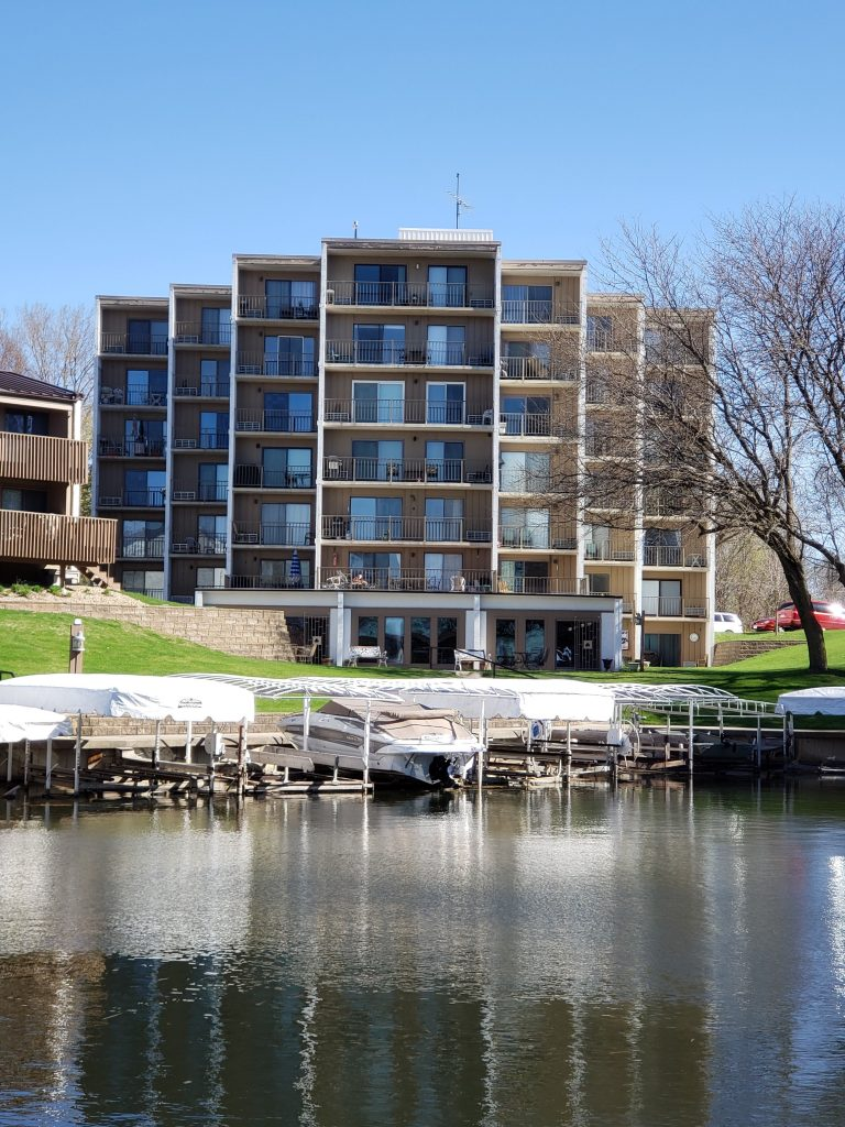 2700 NSD #402 Lake