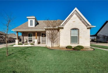 409 Heritage Trail, Burleson TX