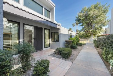 Updated Townhouse | 225 E. La Verne Way, Palm Springs, CA 92264