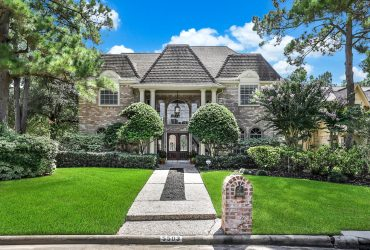 SOLD | 5503 Lacreek Lane expansive living