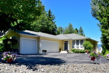 22-2592 Alpen Paradies Rd, Blind Bay, BC