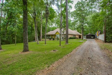 Great country home in Magnolia TX for only $299,900