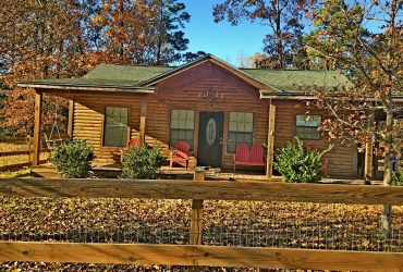 Cute log home Lake Livingston TX –  only $99,500