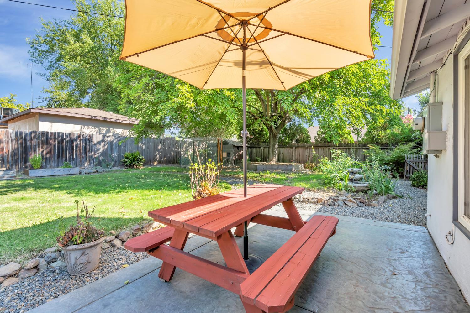 1144 Greenhills Rd, Sacramento, CA 95864