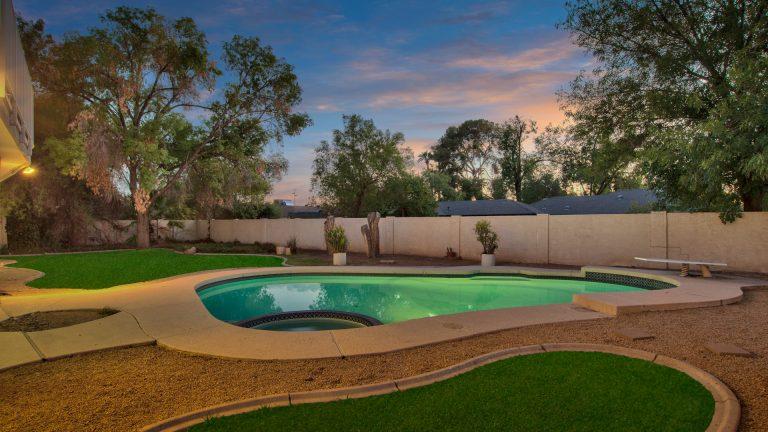 8024 N 7Th Ave, Phoenix, AZ 85021 pool grass