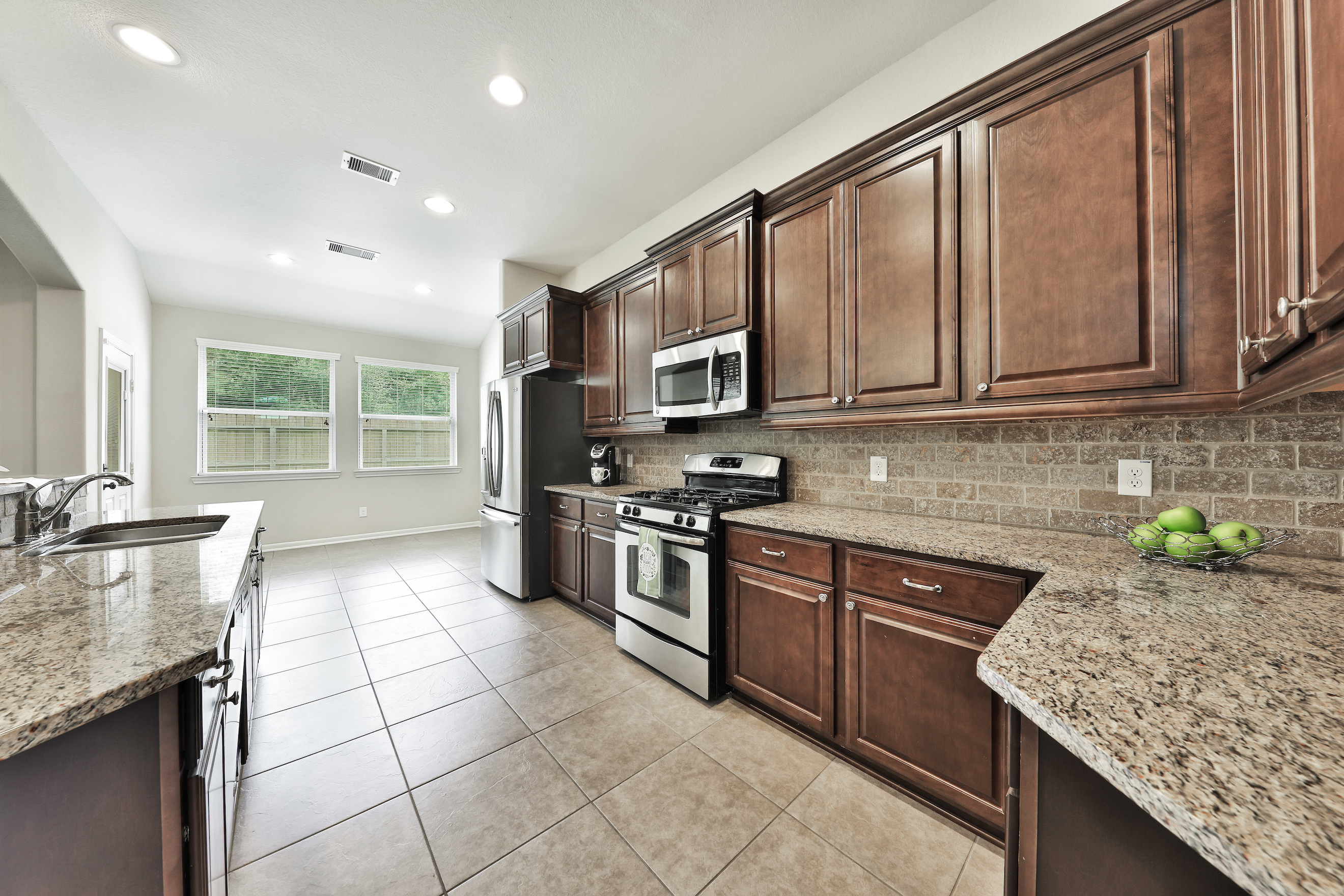 11219 Misty Willow Ln, Tomball, TX 77375