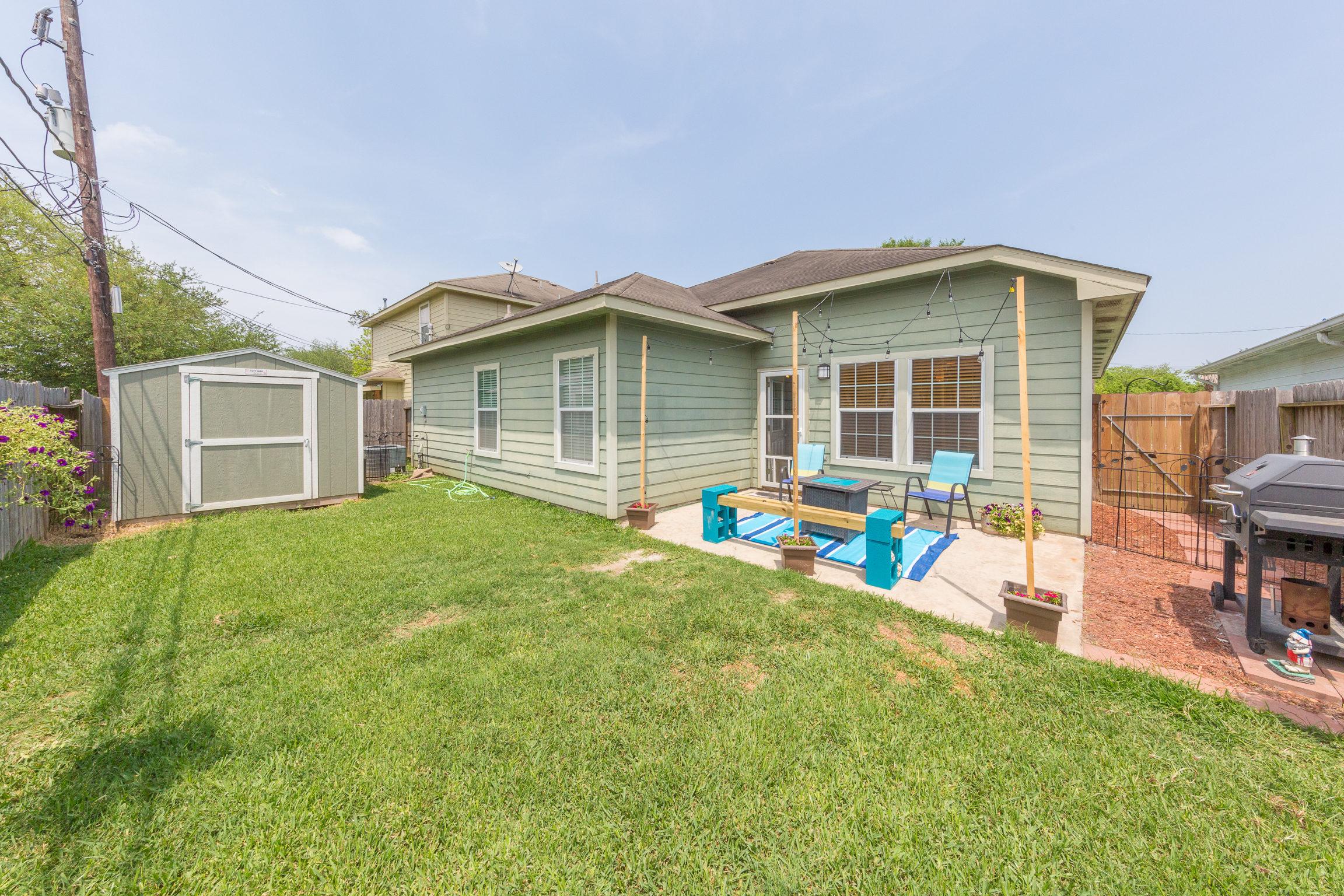 2816 C Street, La Porte, TX 77571