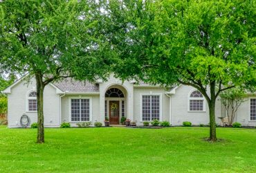 Immaculate 4 bed, 3 bath home with a pool!